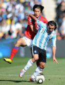 图文:阿根廷4-1大胜韩国 特维斯突破能力很强