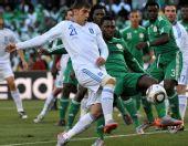 图文:小组赛希腊2-1尼日利亚 卡楚拉尼斯射门