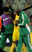 图文:希腊2-1尼日利亚 恩耶马掩面而泣