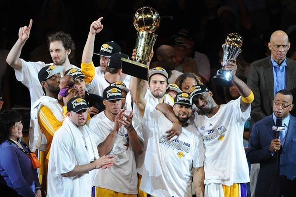 图文:[NBA]湖人夺得总冠军 湖人庆祝