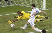 图文:小组赛希腊2-1尼日利亚 托罗西迪斯射门