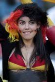幻灯:德国彩绘美女球迷身材火爆 墨镜靓妹绝美