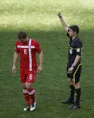 图文:德国0-1塞尔维亚 赫迪拉吃牌