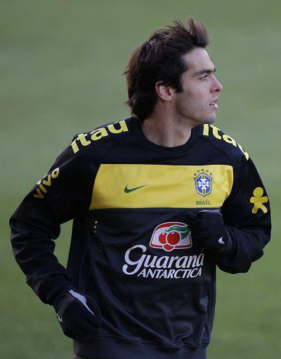 图文:巴西全队积极备战 飘逸的卡卡