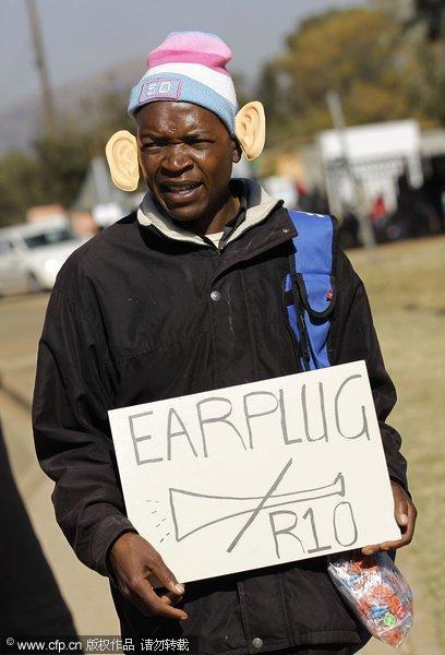 小贩兜售大耳朵耳塞