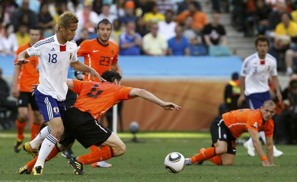 日本 荷兰/图文:荷兰1/0绝杀日本本田圭佑突围