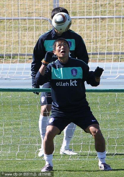 韩国球员训练中