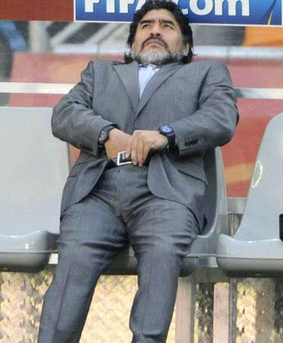 阿根廷4-1胜韩国 马拉多纳不雅动作成场下焦点(点击观看精彩组图)