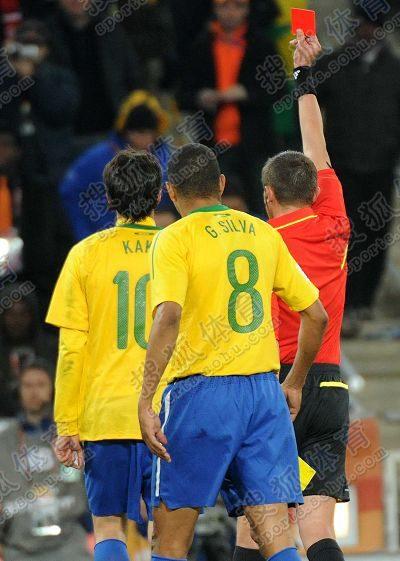 图文:巴西3-1战胜科特迪瓦 卡卡被红牌罚下
