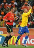 图文:巴西3-1战胜科特迪瓦 祈祷上苍