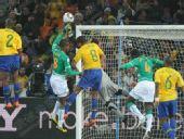 图文:巴西3-1战胜科特迪瓦 门将出击