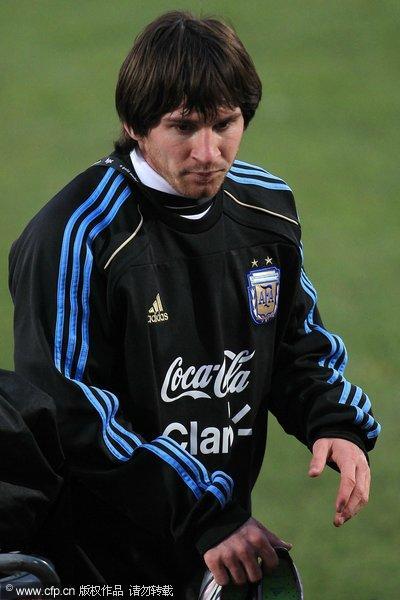 图文:阿根廷备战小组赛末轮 梅西