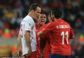 幻灯:智利VS瑞士双方队员发生冲突 各领一黄牌