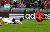 图文:葡萄牙7-0大胜朝鲜 卡瓦略比赛中摔倒