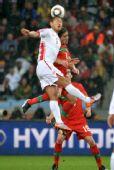 图文:葡萄牙7-0大胜朝鲜 郑大世在比赛中