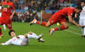 图文:葡萄牙7-0大胜朝鲜 C罗纳尔多争抢