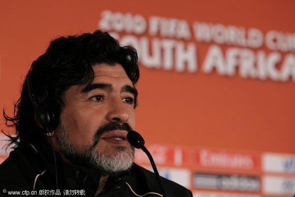 马拉多纳出席阿根廷新闻发布会