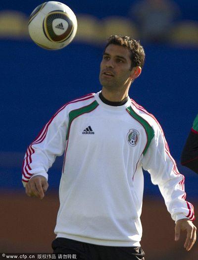 图文:墨西哥队积极训练备战 马克斯训练