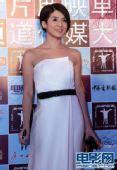 图:传媒大奖红毯 杨采妮白色礼服大秀香肩