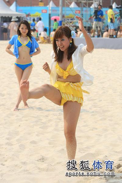 图文:海洋沙滩节美女云集 竖