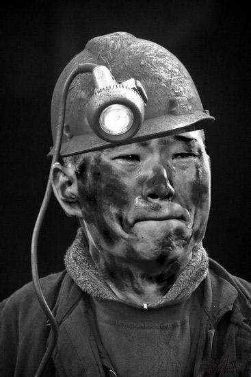 网友恶搞郑大世变挖煤矿工