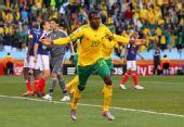 图文:小组赛末战法国对阵南非 库马洛庆祝进球