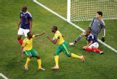 幻灯:法国队门前陷入混乱 姆费拉破门扩大比分