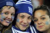 幻灯:阿根廷对阵希腊球迷造势 三姐妹惊艳亮相
