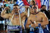 高清图:希腊猛男裸身助威 阿根廷姑娘风情绰约