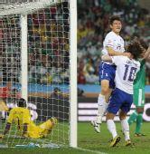 图文:尼日利亚2-2韩国 李正秀与队友疯狂庆祝