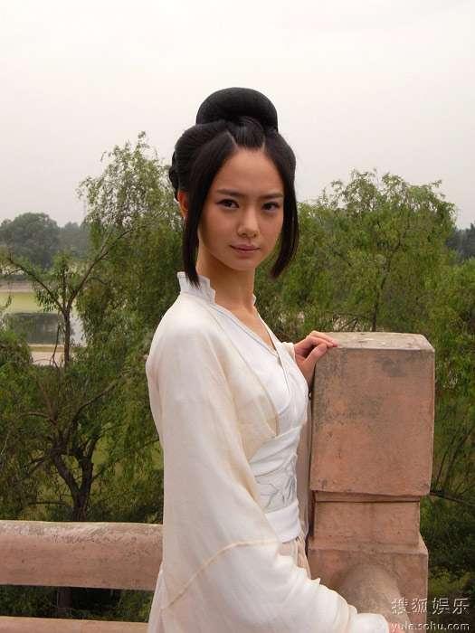 戚薇加盟陈嘉上电影《回马枪》 聂隐娘造型曝
