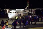 图文:法国队黯然离开南非  连夜乘专机回国