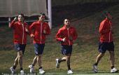 图文:智利积极训练备战末轮 在指着什么
