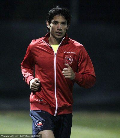 图文:智利积极训练备战末轮 积极跑动
