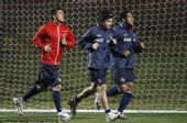 图文:智利积极训练备战末轮 跑步训练