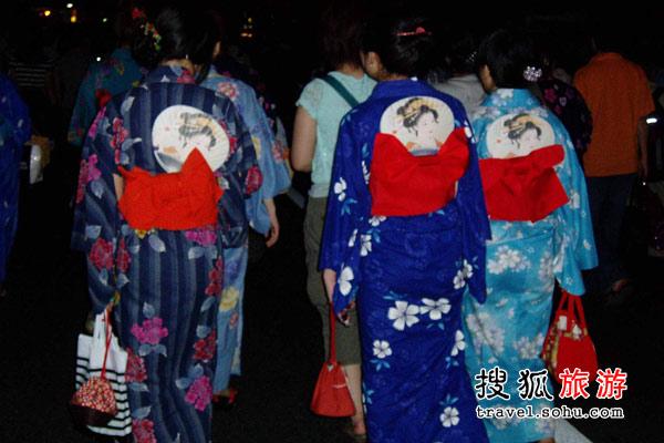 穿浴衣的日本少女