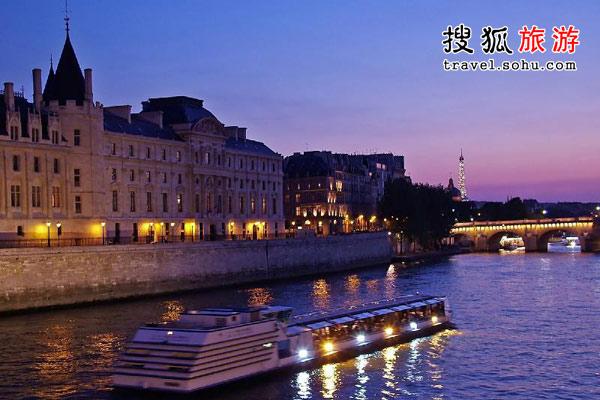 月光下的塞纳河如诗似画