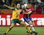 幻灯:D组末轮澳大利亚-塞尔维亚 双方激烈拼抢