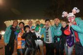 南非世界杯之旅――梦舟明星在绿点球场外合影