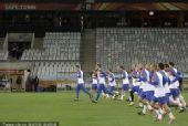 图文:荷兰备战小组赛末轮 荷兰队员训练中