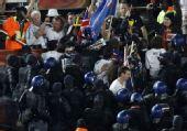 幻灯:新西兰球迷和警察爆发冲突 现场一片混乱