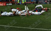 幻灯:斯洛伐克集体倒地庆祝 队员球网里起冲突