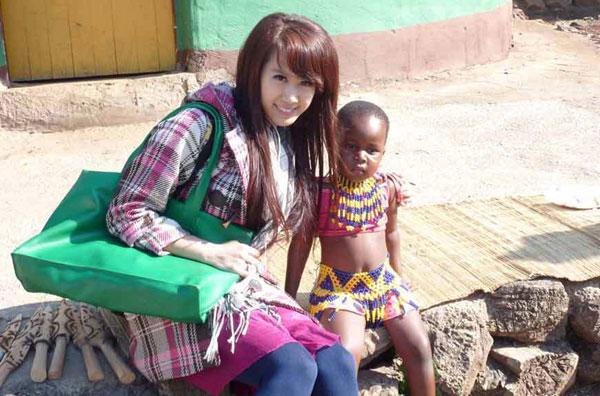 吴泽坤与非洲小朋友