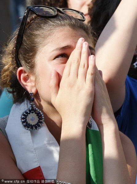 意大利球迷祈祷