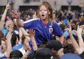 """幻灯:日本球迷举行胜利游行 高喊""""日本No.1"""""""