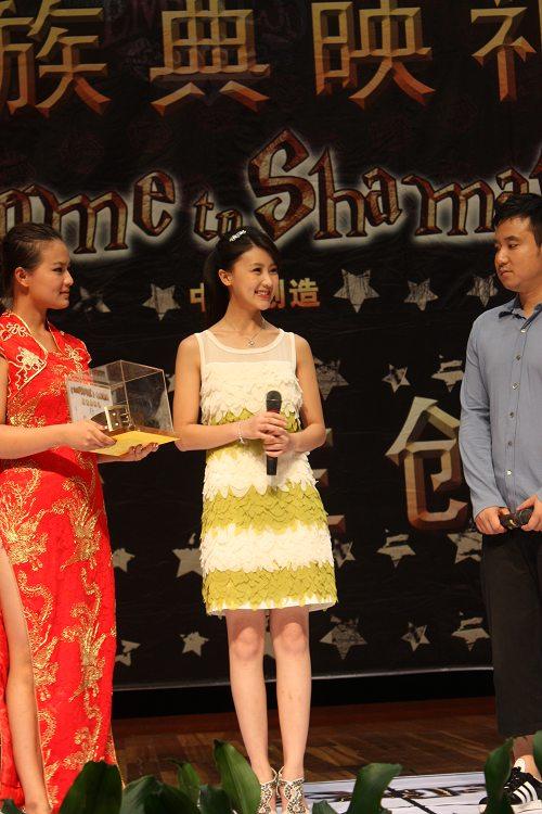 广州首映礼甘薇与观众互动