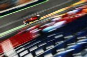 图文:F1欧洲站第二次练习 马萨驶过看台