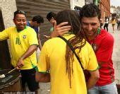 幻灯:葡萄牙巴西齐晋级 双方球迷互相拥抱致意