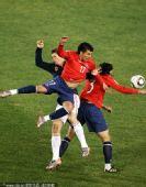 幻灯:H组末轮智利VS西班牙 托雷斯遭两人夹击