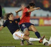 幻灯:智利VS西班牙普约尔飞铲 托雷斯突破犀利